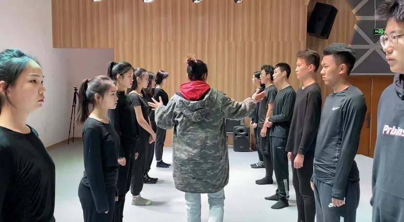 启梦家族艺术培训学校
